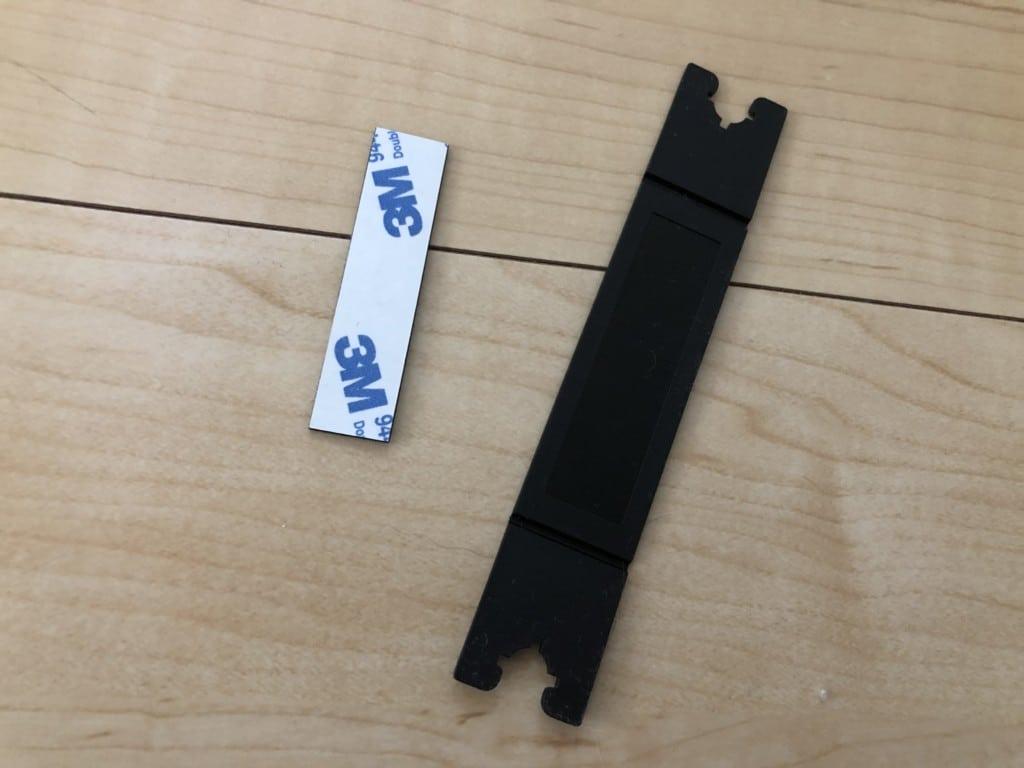 付属の台座と両面テープ
