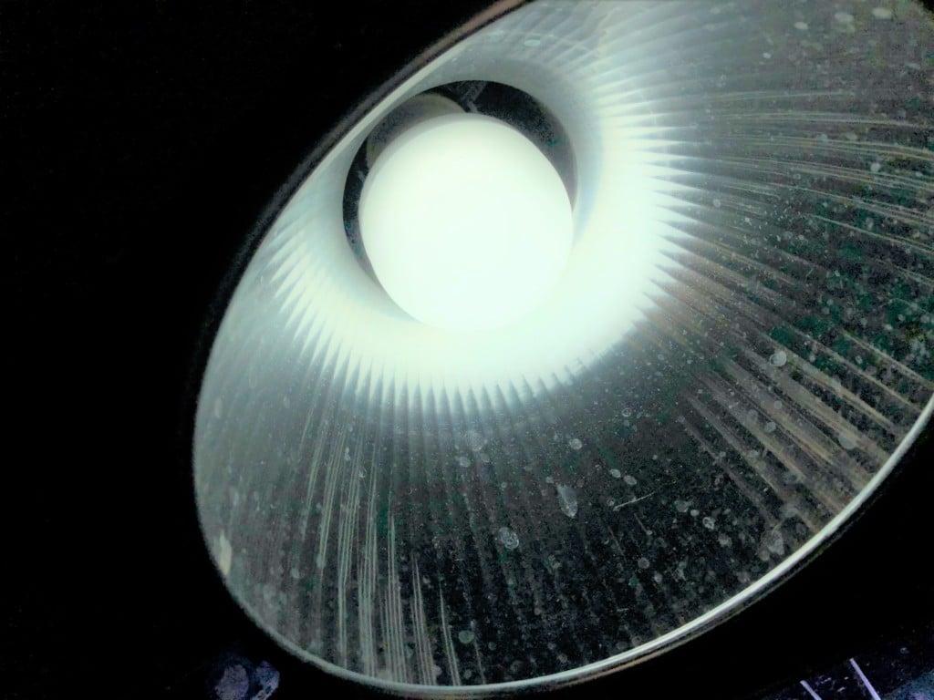 LED電球を点灯する